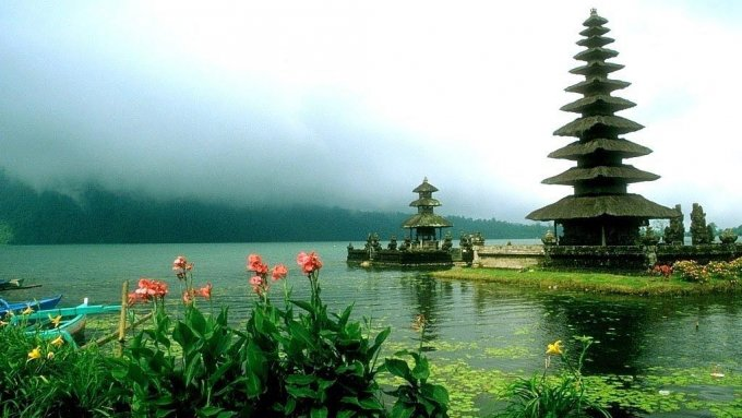 Ulun Danu Temple, Bali, Indonesia HD