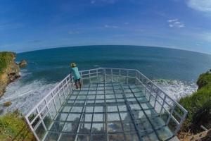 Teras Kaca Pantai Nguluran