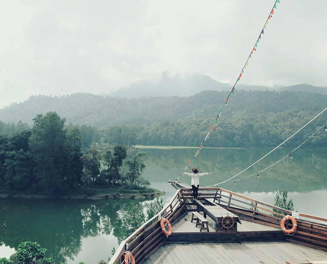 Pemandangan menghadap situ Patengan Bandung