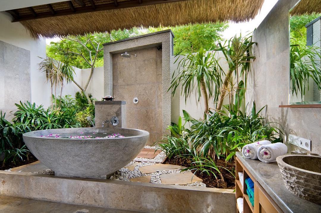 Bathroom Batu Karang Lembongan Resort & Day SPA