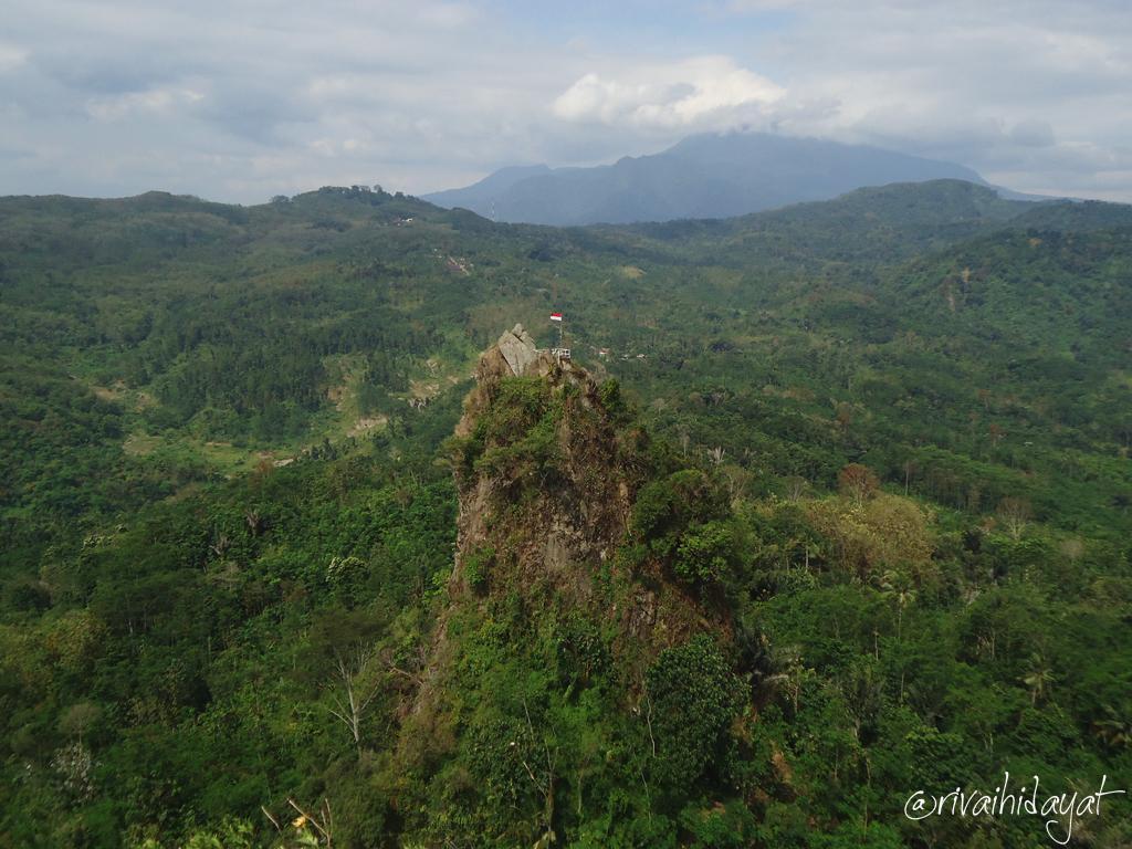 Pemandangan Selo Arjuno dari bukit Bligo Bukit Bligo & Selo Arjuno