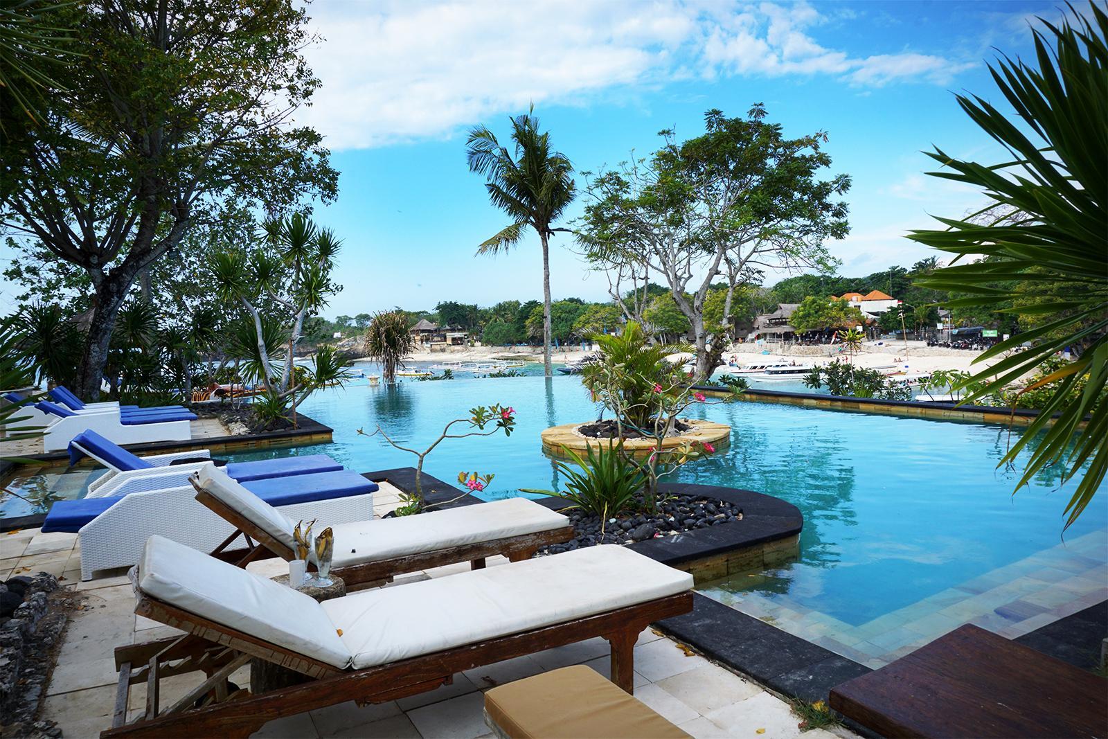 Infinity Pool Sadeg Lembongan Hotel & Resort