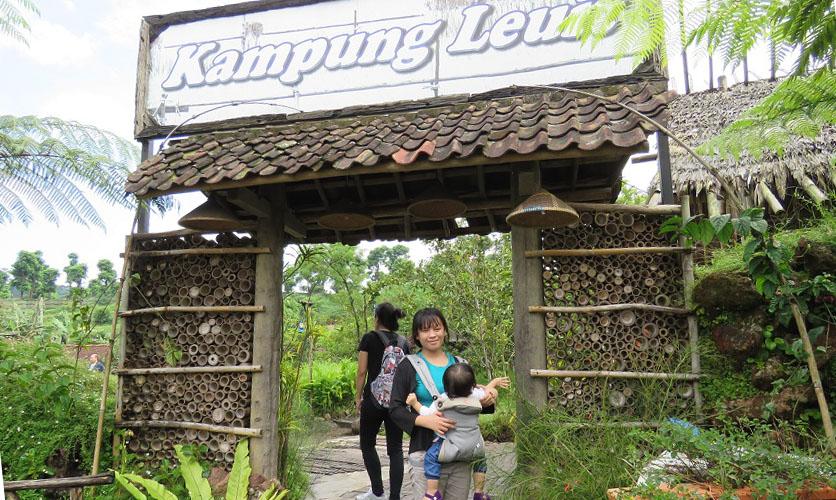 Kampung Leuit Floating Market