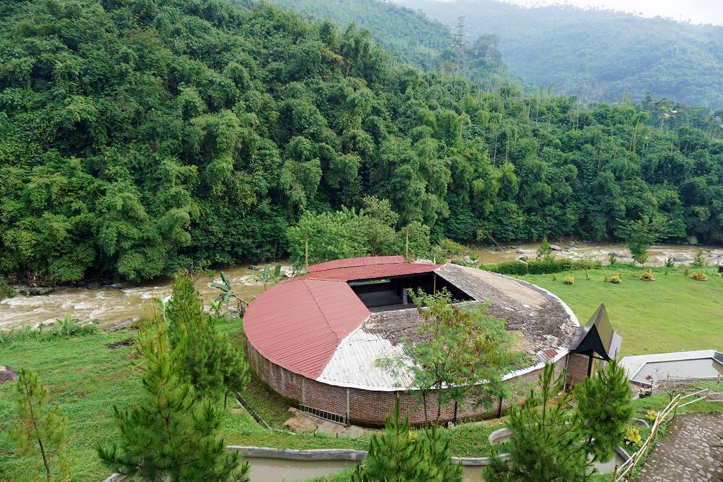 Pemandangan hutan dan sungai Driam Riverside Hotel & Resort