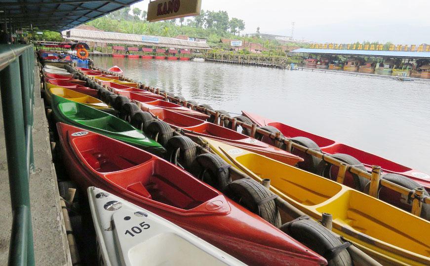 Perahu dayung Floating Market