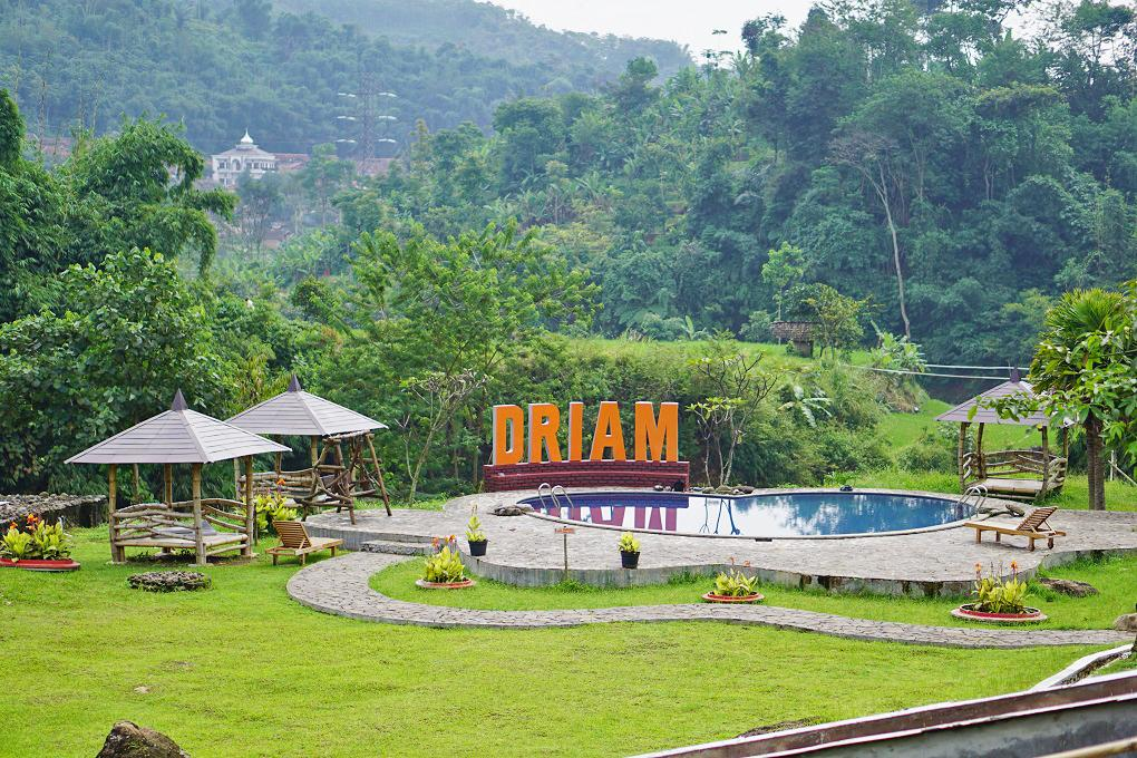 Pool and playgrounds Driam Riverside Hotel & Resort
