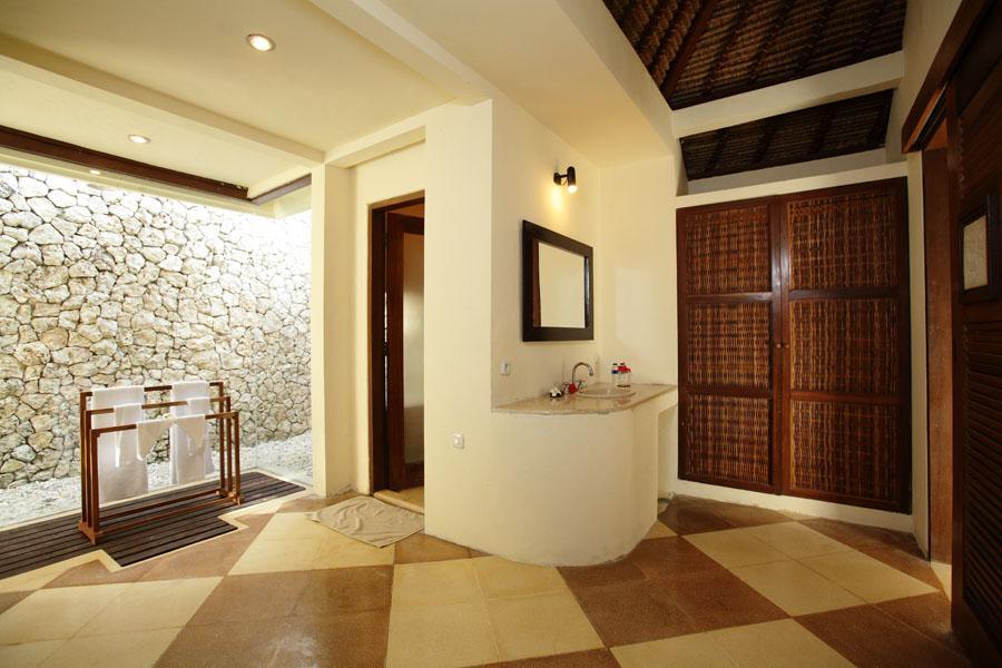 Bathroom 2 Sadeg Lembongan Hotel & Resort