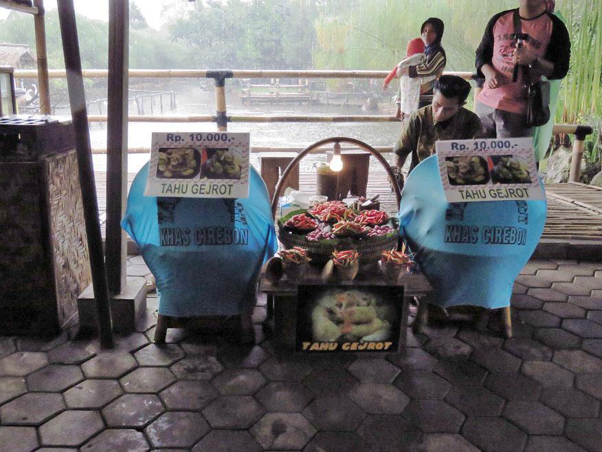 Tahu Gejrot Floating Market