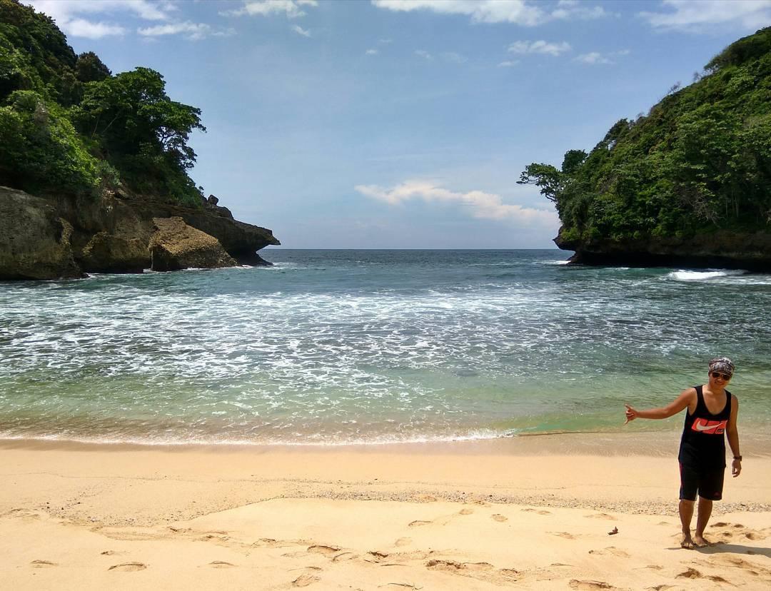 Pantai Mbehi Teluk Bidadari & Pantai Mbehi