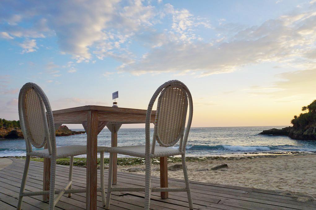 View pantai Sandy Bay Beach Club