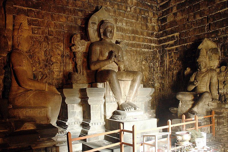 Dalam candi Candi Borobudur