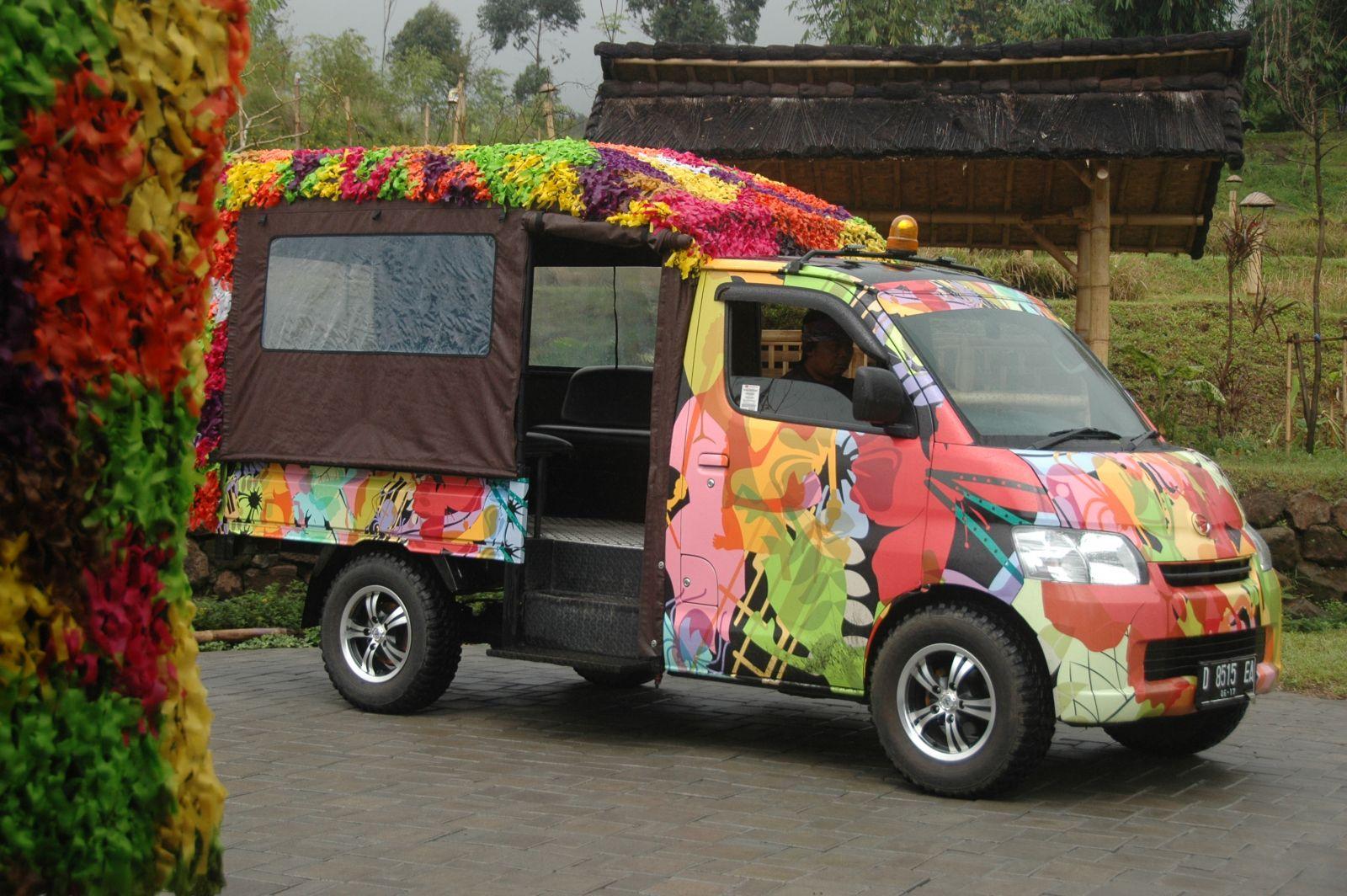 Ontang anting pengantar pengunjung Bandung