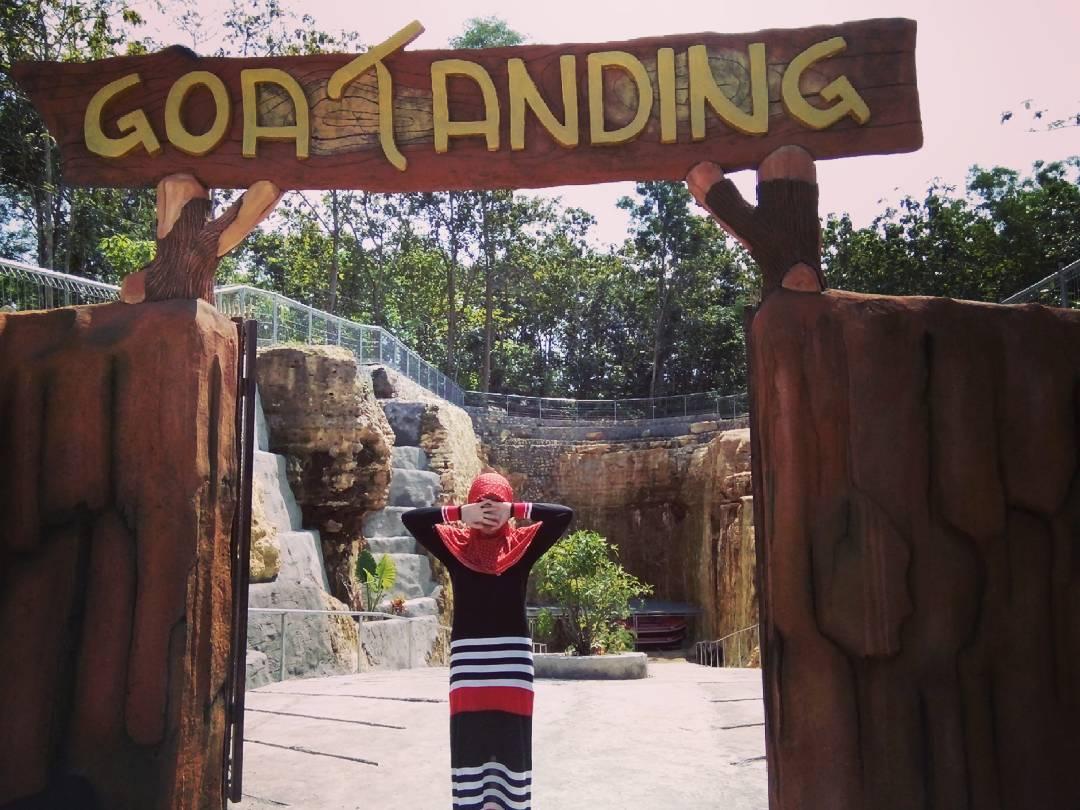 Gerbang masuk Goa Tanding