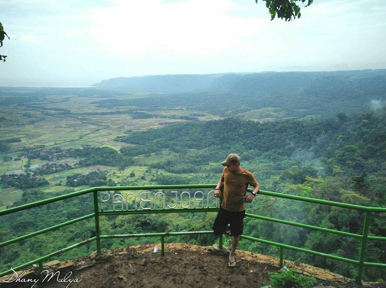 Pemandangan Bukit Panenjoan Ciletuh