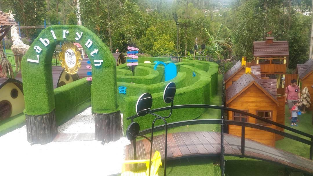 Taman Labirin Dusun Bambu