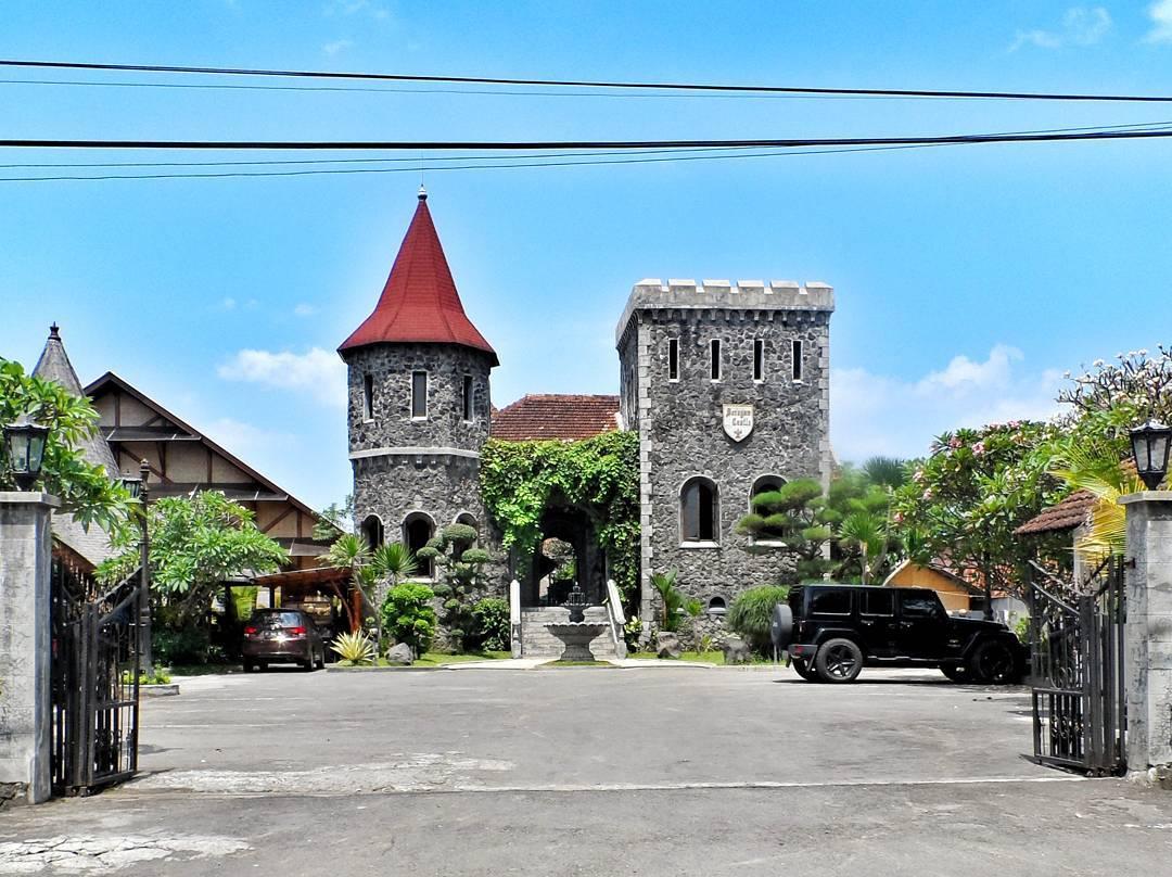 Di Mana Lokasi Gubug Makan Mang Engking Soragan Castle