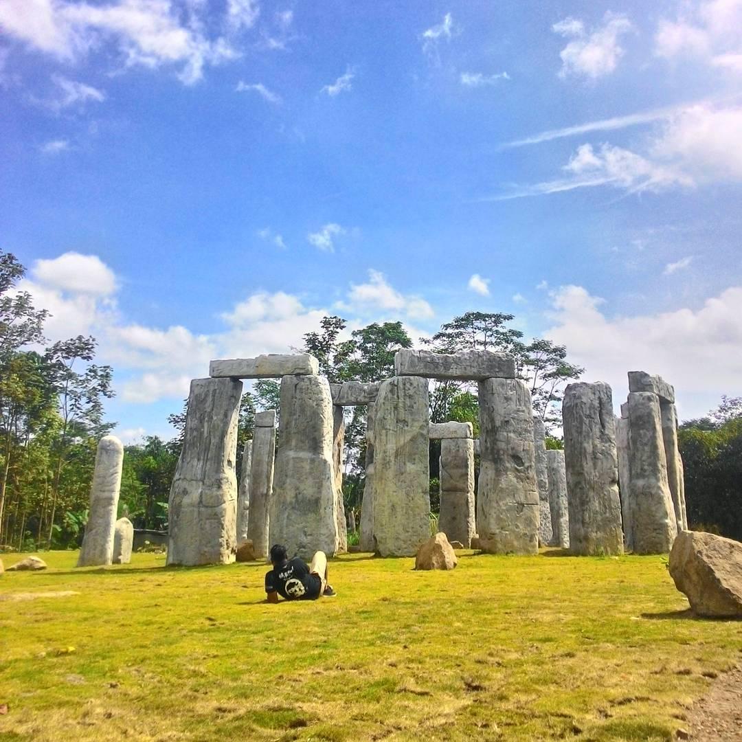 Tempat Wisata Di Jogja: Wow, Stonehenge Kini 'Pindah' Ke Jogja