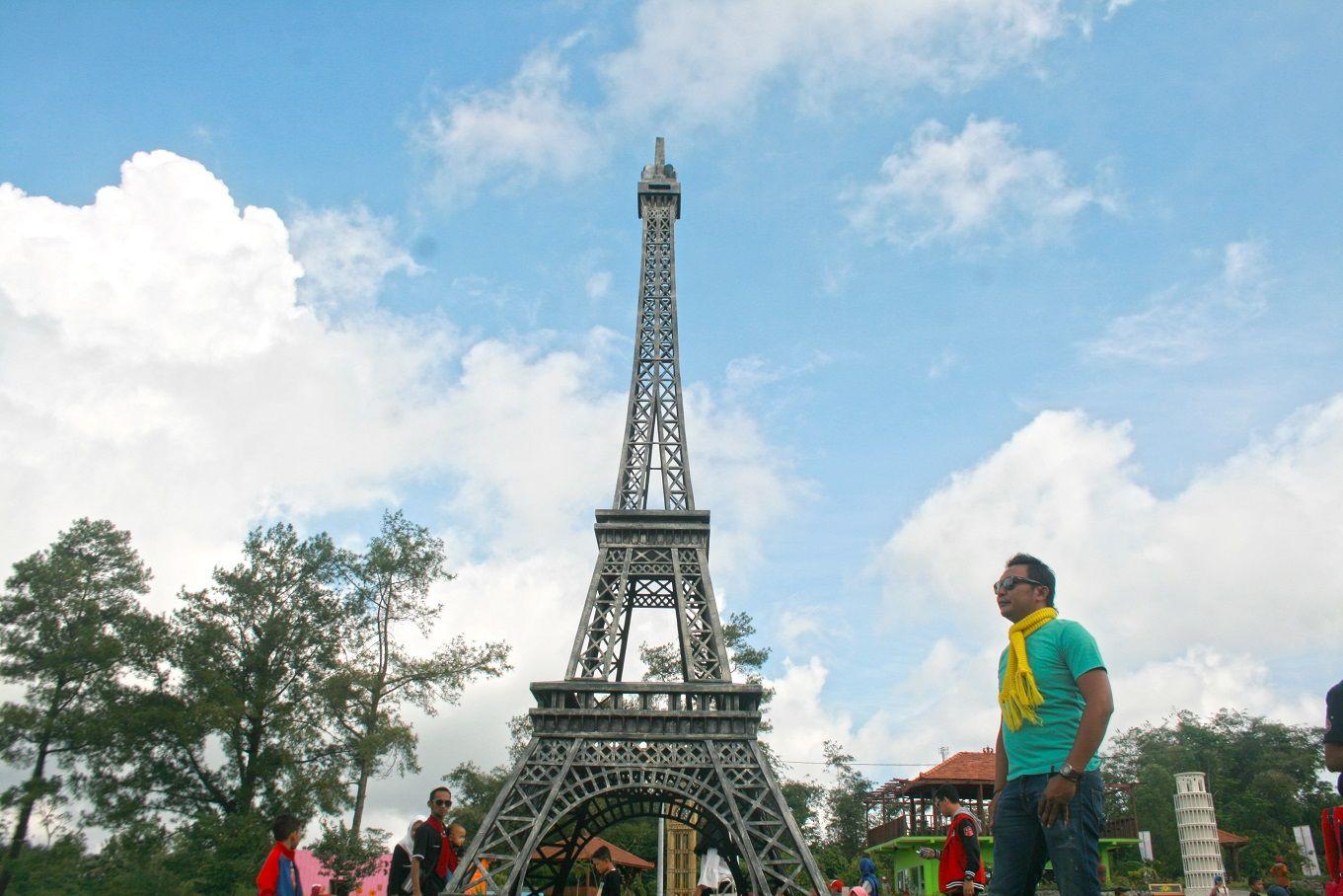 Menara paris The World Landmarks Merapi Park