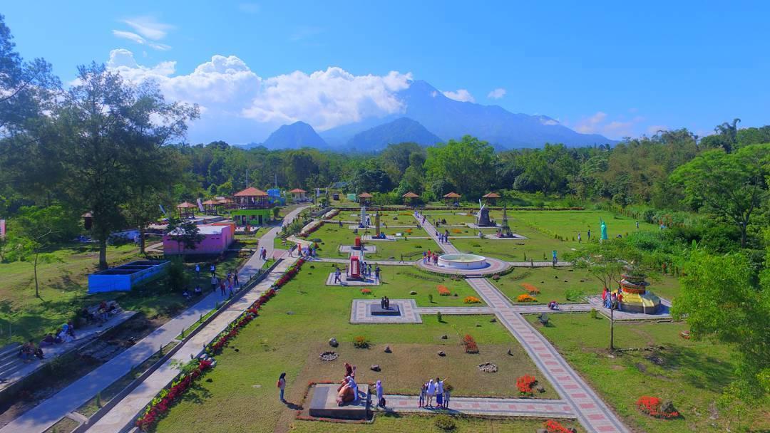 The world landmark Cafe from above The World Landmarks Merapi Park