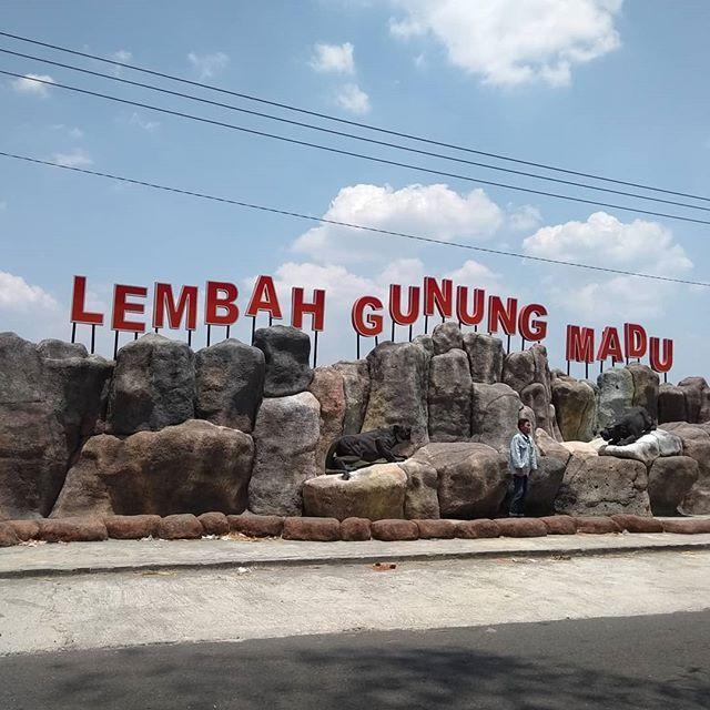 Foto via IG @ellasulis Lembah Gunung Madu