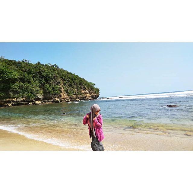 Foto oleh @chesicess Pantai Pasir Panjang