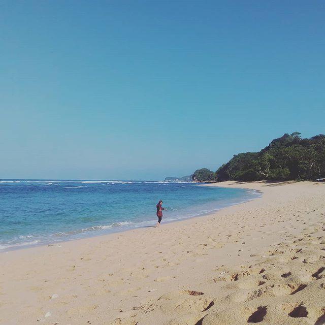 Pantai Pasir Panjang Malang foto oleh @suciapr_l Pantai Pasir Panjang