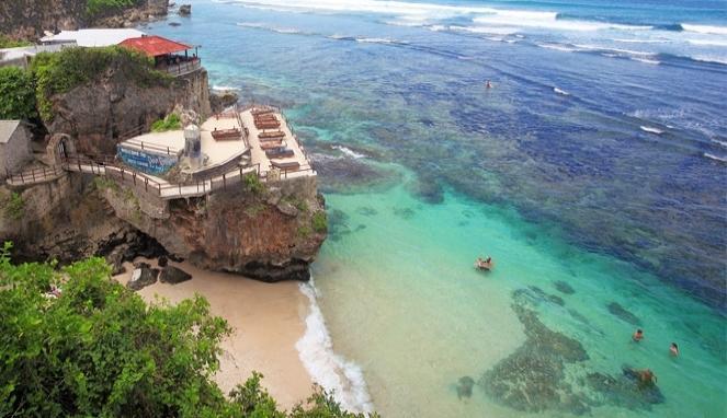 Pantai Suluban Uluwatu Bluepoint Beach Bali