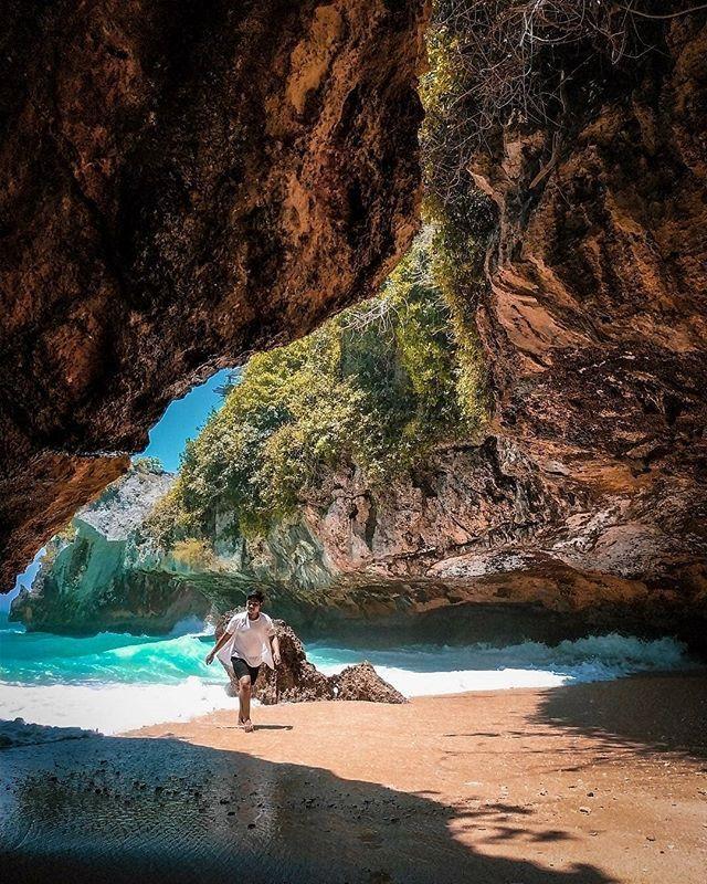 Suluban Bali Pic via IG By @gusindra_98 Pantai Suluban Uluwatu / Bluepoint Beach