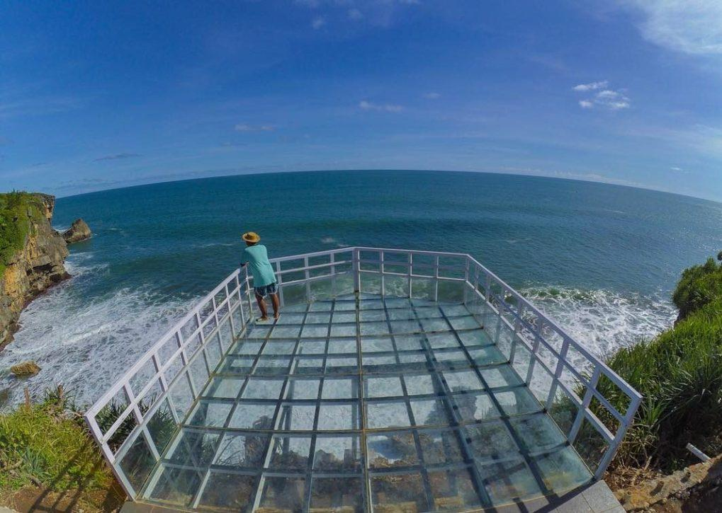 Teras Kaca Pantai Nguluran  Yogyakarta