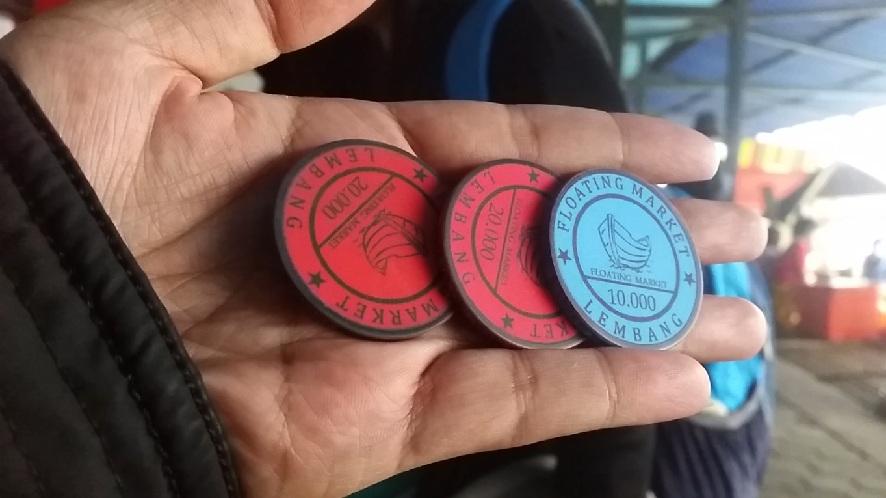 Koin untuk membeli makanan Floating Market
